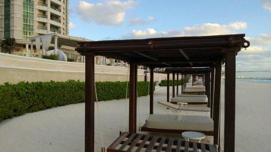 Sandos Cancun Luxury Resort: Beach