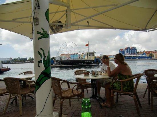 Hotel Scharloo: Vår favoritutsikt, Café Iguana.