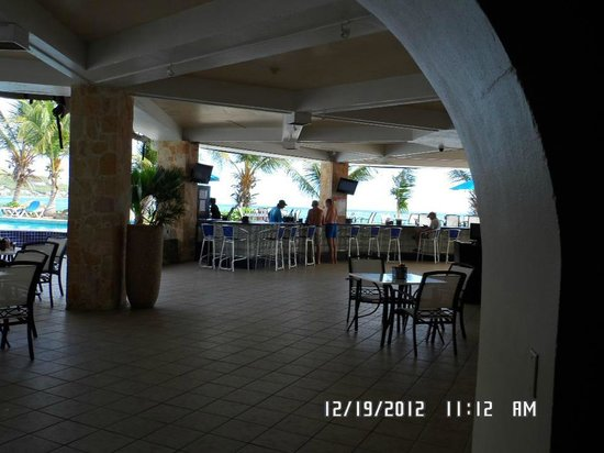 Divi Carina Bay All Inclusive Beach Resort : Outside bar