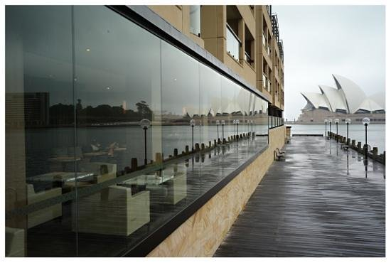 Park Hyatt Sydney: walking in front of the Park Hyatt after a morning rain: amazing view
