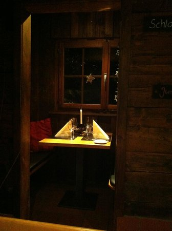 """Gade: Romantic """"dinner for two"""" alcove"""