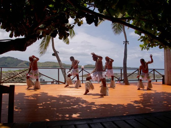 Coralview Island Resort: Pacific dancing at midday