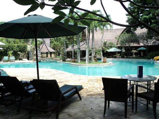 Hotel Vila Lumbung: Pool view from the bar