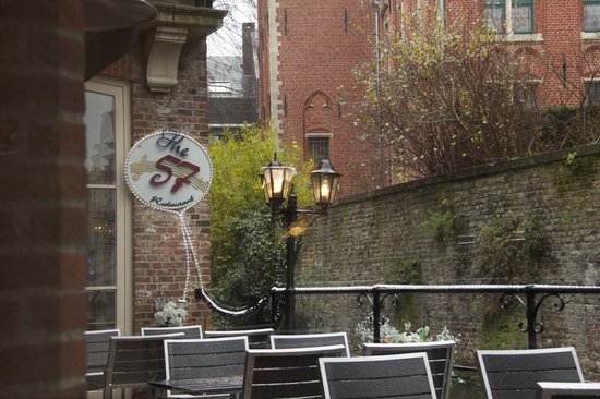 The 57 Restaurant : Outside patio