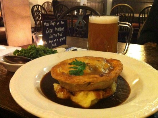 The Castle Hotel Restaurant: Steak & Ale Pie & a Pint £10