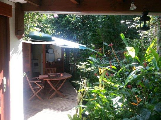 Le Parc aux Orchidées : Terrasse bungalow thunbergia