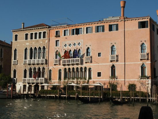 Ca' Sagredo Hotel: Hotel Ca' Sagredo from the Grand Canal