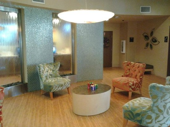 Comfort Suites at Fairgrounds - Casino: beautiful lobby/waterfall wall