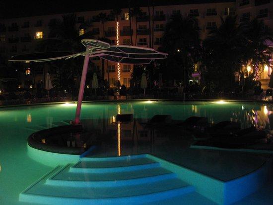 Hard Rock Hotel Vallarta: Alberca iluminada