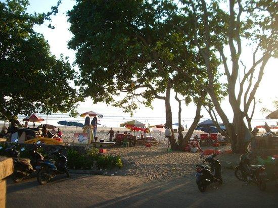 The Jayakarta Bali Beach Resort: View from one of the sunbaking decks
