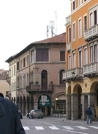 Belludi 37: A la izquierda fachada del hotelito