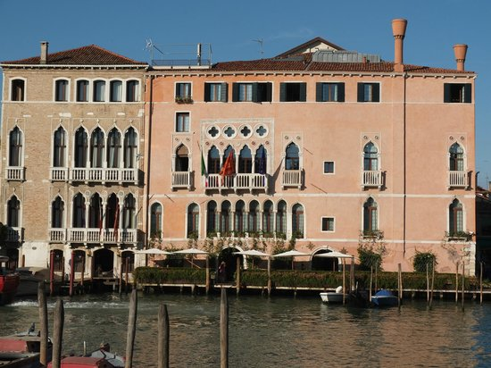 Ca' Sagredo Hotel: The Ca' Sagredo from the Grand Canal