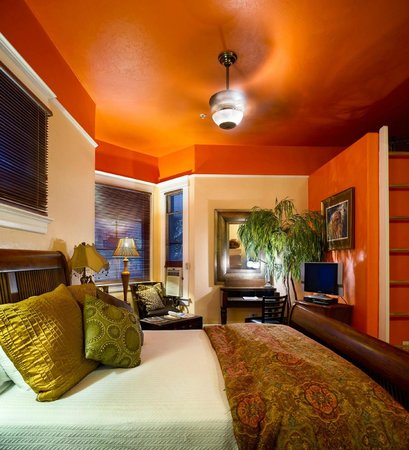 The Big Blue House Tucson Boutique inn: The Hemingway Suite