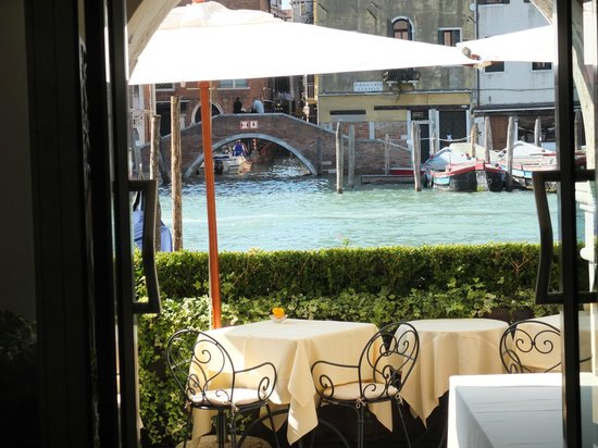 Ca' Sagredo Hotel: Outdoor dining on the Canal