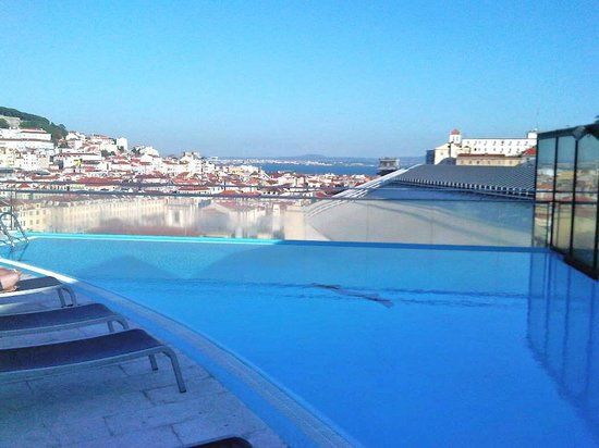 Orion Eden : Small but spectacular rooftop pool . Great views.