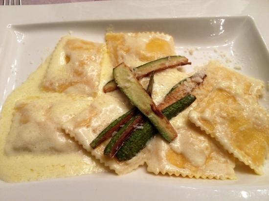 Ravioli di astice con fonduta di squacquerone - Foto di Piatti Spaiati ...