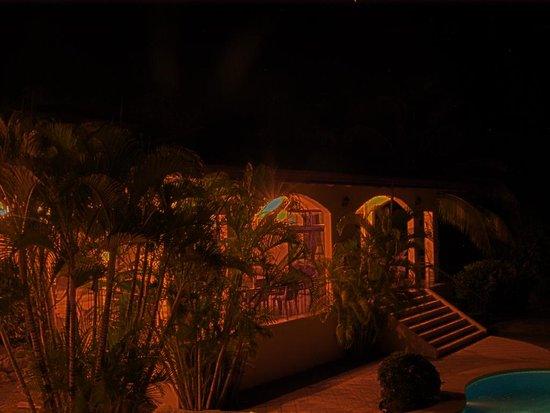 Villa Oasis: Villa Oasis at night (1 of 3) 