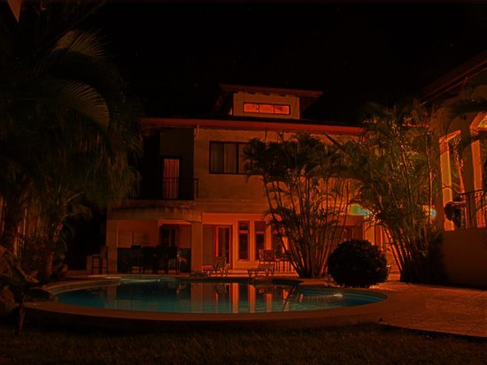 Villa Oasis at night (3 of 3)
