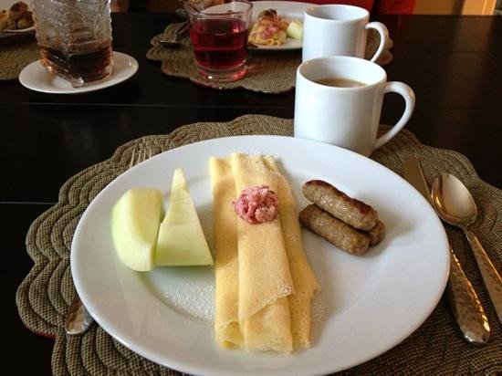 Miners Pick Bed and Breakfast: Swedish pancakes with lingonberry butter. Delicious!!