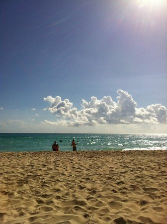 Iberostar Paraiso Maya: Beach in the morning