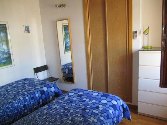 Apartamentos La Casa del Conde de Gelves : twin bedroom