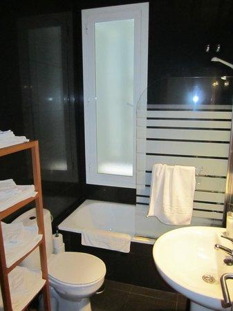 Apartamentos La Casa del Conde de Gelves : main bathroom