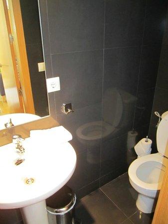 Apartamentos La Casa del Conde de Gelves : powder room-