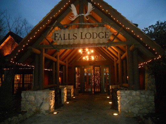 Big Cedar Lodge: Entering Falls Lodge