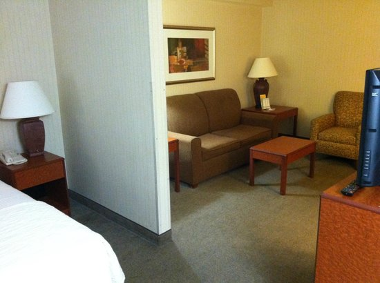 La Quinta Inn & Suites Newark - Elkton: Couch area