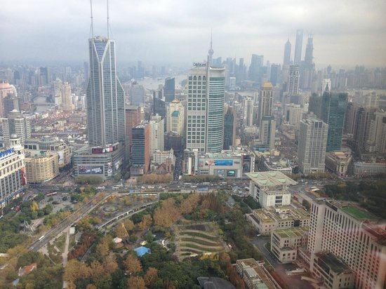 JW Marriott Hotel Shanghai at Tomorrow Square: Great view of Tomorrow Square and Pudong from my room