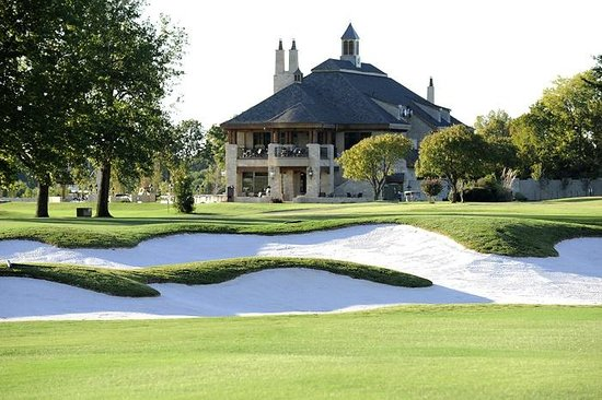 The Summit Restaurant: Restaurant overlooks the golf course