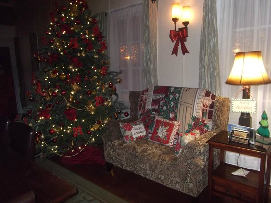 Avalon Bed and Breakfast: lounge/reception @ Xmas