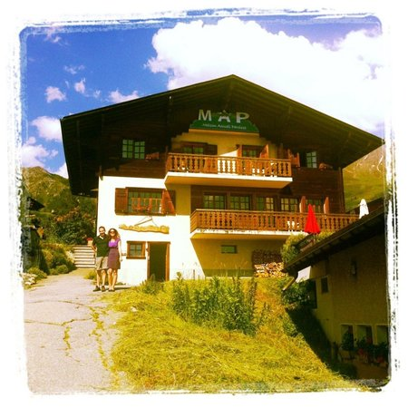 MAP Verbier-Village: A young, dynamic and warm welcome/Un accueil jeune, dynamique et chaleureux