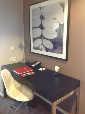 Adina Apartment Hotel Berlin Mitte: room work desk