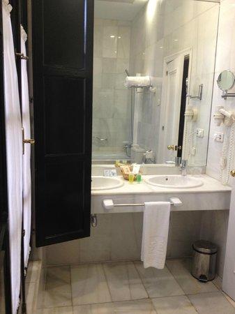 Hotel San Gil: Bathroom