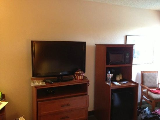 Hampton Inn Phoenix / Glendale / Peoria: Microwave/TV/Fridge
