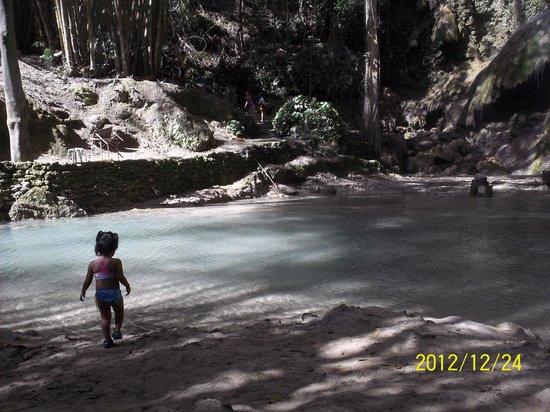 Tumalog Falls : Shallow water