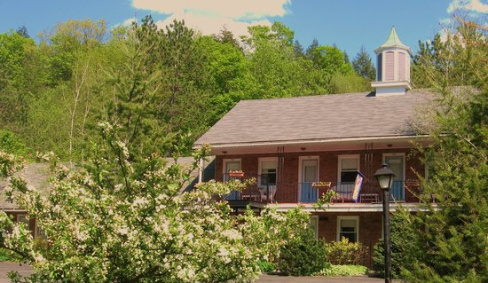 Berkshire Hills Country Inn: Sunny day at Berkshire Hills Motel
