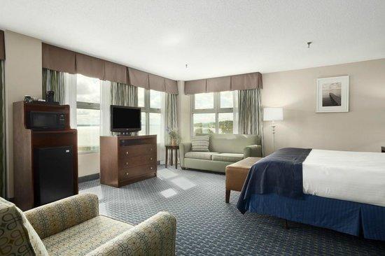 Ramada Plaza Geneva Lakefront Resort: Jacuzzi Suite