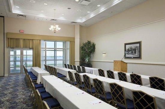 Ramada Plaza Geneva Lakefront Resort: Meeting Space