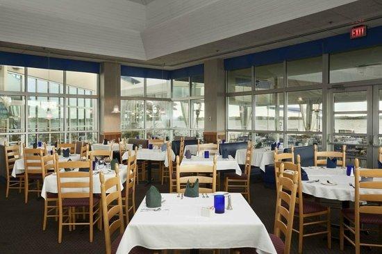 Ramada Plaza Geneva Lakefront Resort: Pier House Restaurant