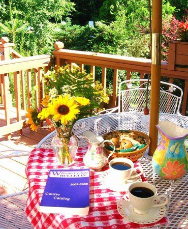 Berkshire Hills Country Inn: Breakfast on the deck