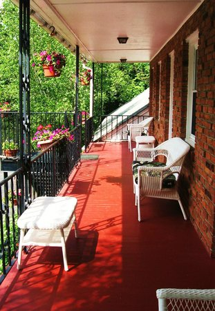 Berkshire Hills Country Inn: Relax on the balcony