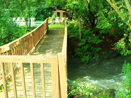 Berkshire Hills Country Inn: Our footbridge leads to the pool