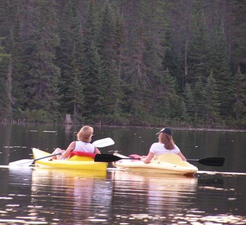 Arowhon Pines: Kayaking on the lake