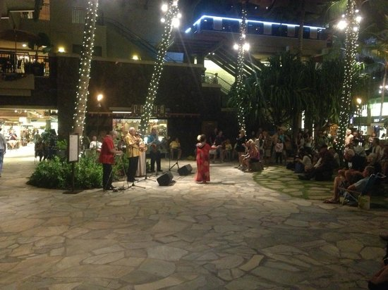 Outrigger Waikiki Beach Resort: Native Dance in Courtyard Adjacent to Hotel