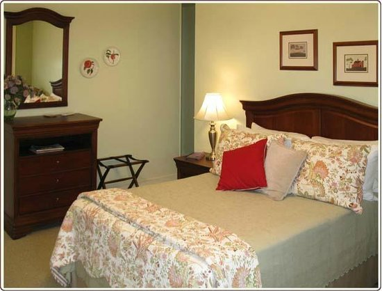 Carlisle House Bed & Breakfast: Blair Room with Full Bed