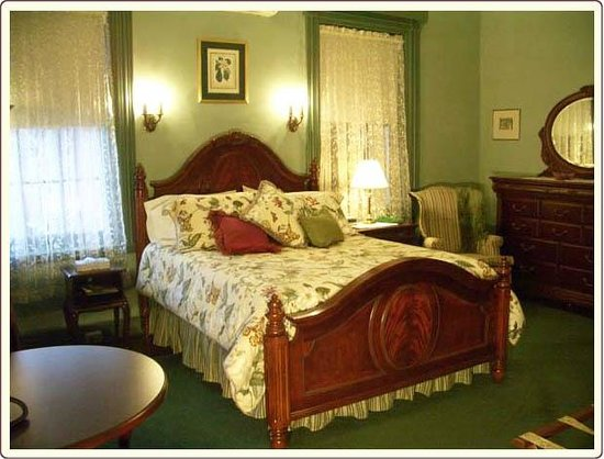 Carlisle House Bed & Breakfast: Jessie's Room with Queen Bed
