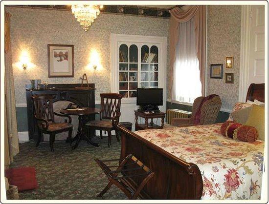 كارلايل هاوس: English Library with Queen Bed