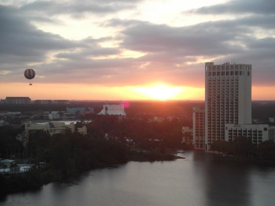 Best Western Lake Buena Vista - Disney Springs Resort Area: Sunset from the balcony